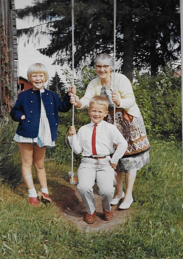 Anna Forsberg med barnbarnen Ingela och Mats